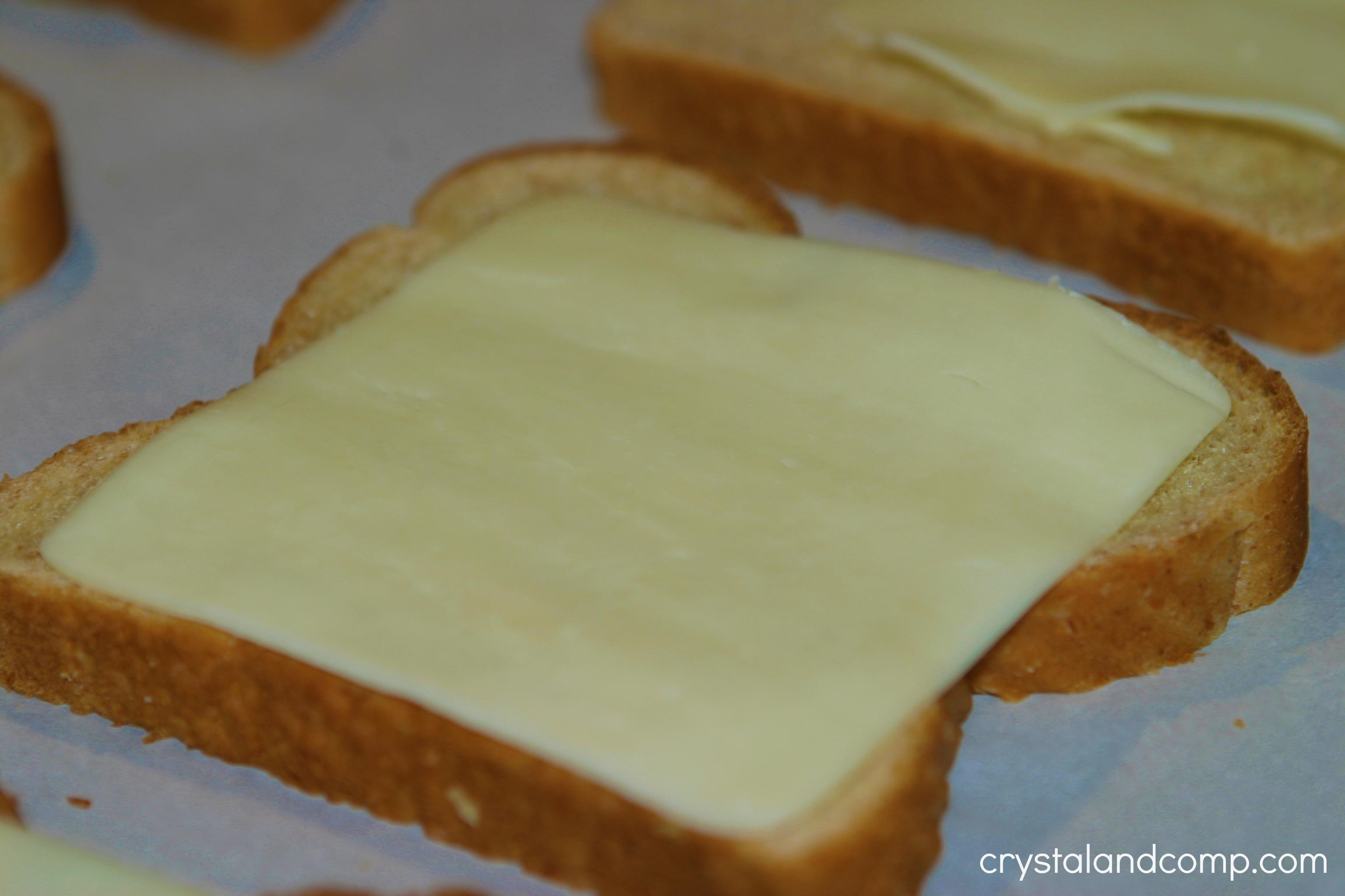 Easy Breakfast Recipe: Cheese Toast | CrystalandComp.com