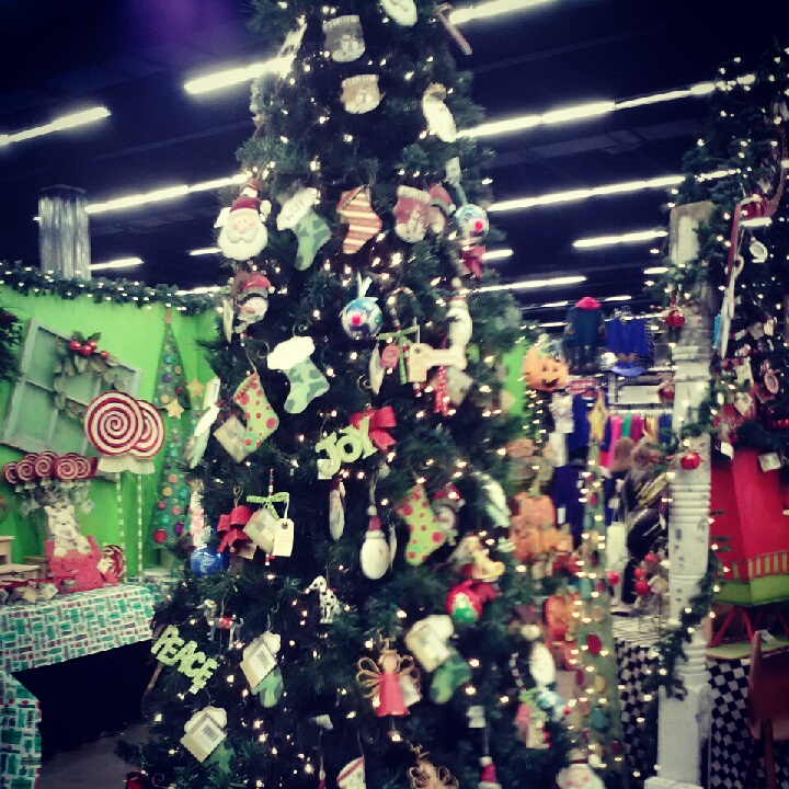 Best Holiday Decor Stores Near Dallas Fort Worth: Christmas In Cowtown 2012: Impressive Group Of Merchants