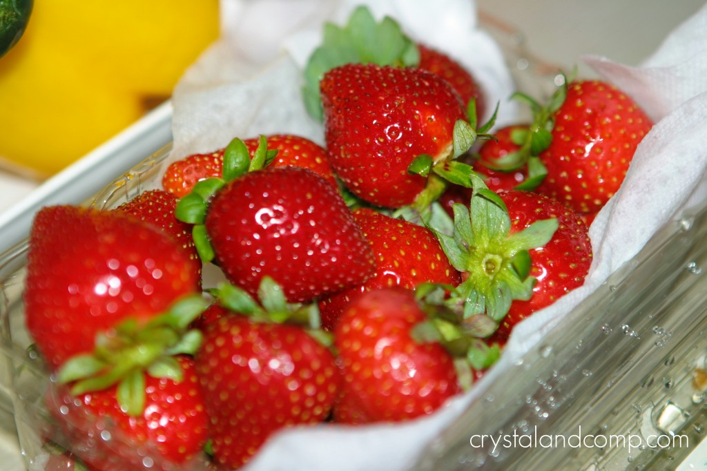 how to clean strawberries naturally