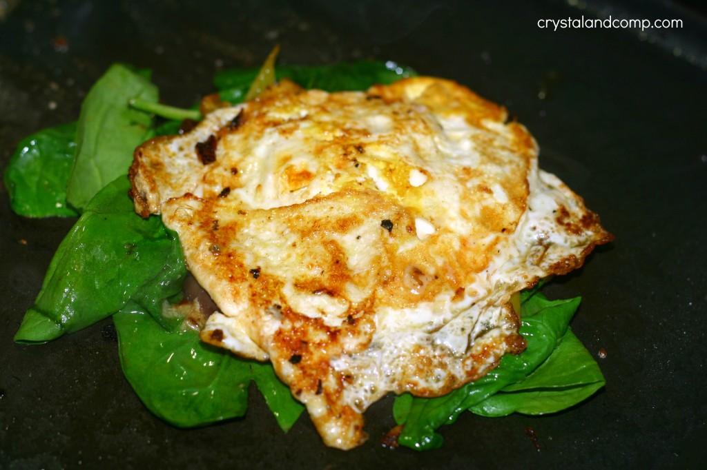 how to make an egg breakfast sandwich