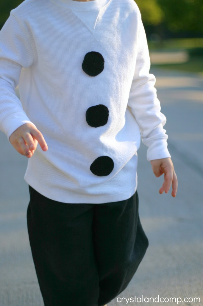 use felt to make a homemade olaf costume