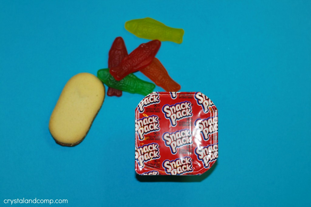 use a pudding pack and milano cookie to make a turkey