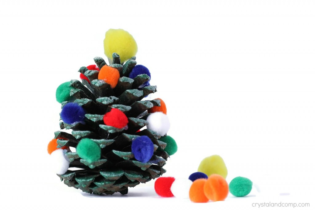 how to make a pine cone Christmas tree with kids