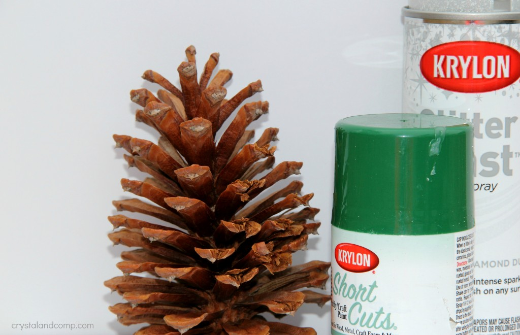 use a pine cone to make a Christmas tree ornament