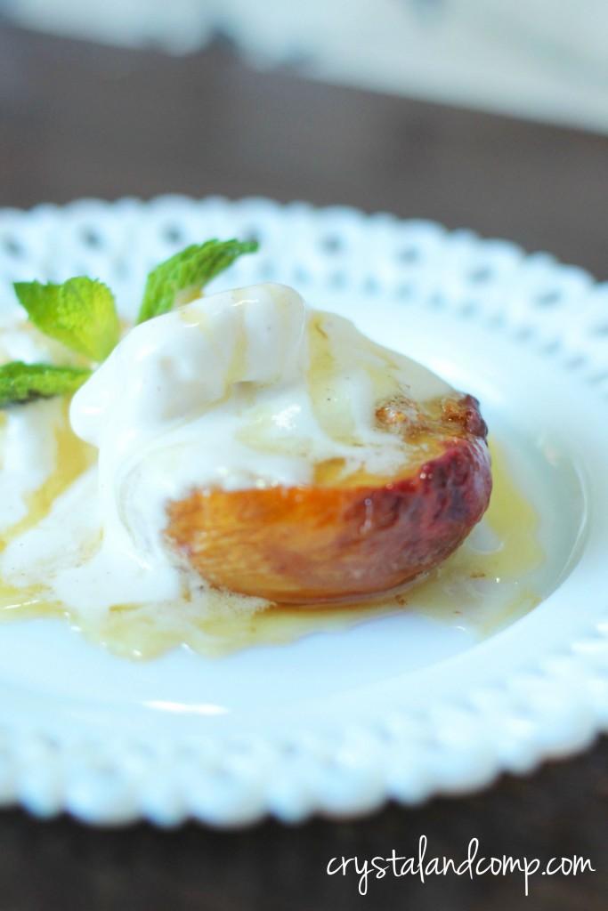 oven roasted peaches with vanilla ice cream