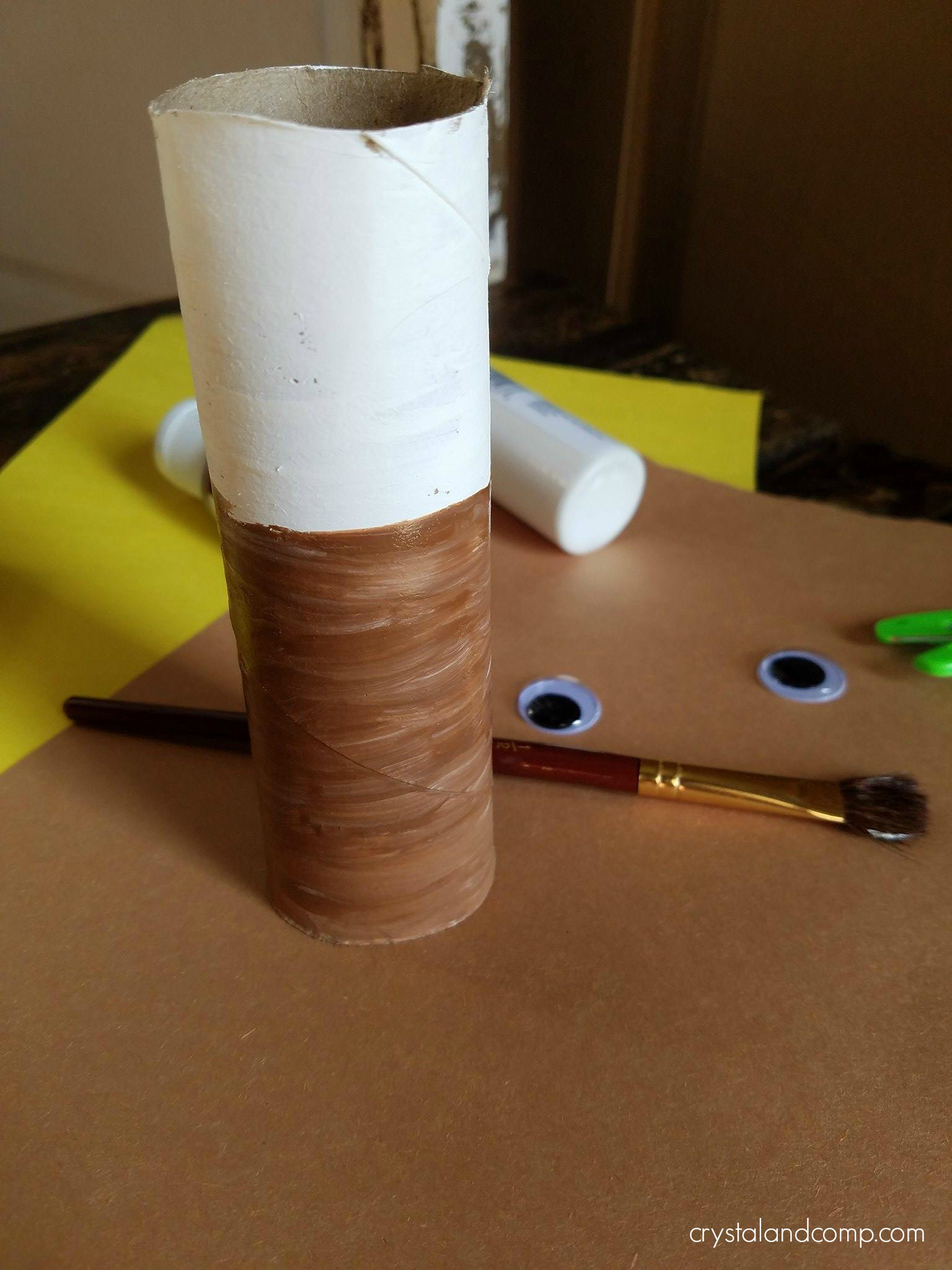 Eagle paper roll craft for preschoolers crystalandcomp while your paper roll is drying you can trace the shape of your preschoolers hands onto the brown construction paper then cut them out jeuxipadfo Choice Image