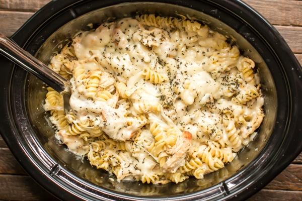 Slow Cooker Pesto Mozzarella Pasta